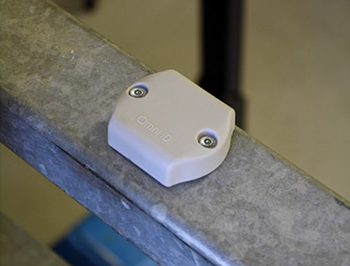 Small durable RFID tag for metal
