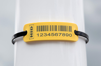 Versatile industrial RFID tags for non-metallic surfaces
