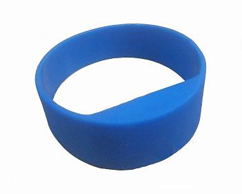 Long range UHF RFID wristband passive